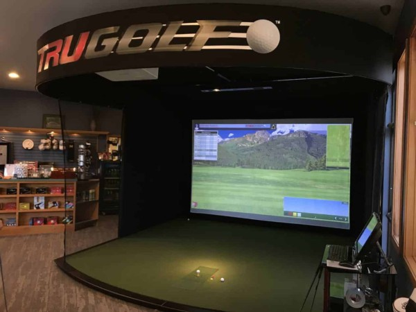 indoor golf simulator golf course